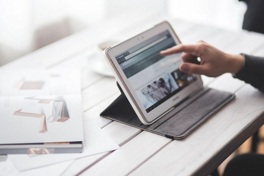 Tech screen tablet